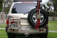 Крепление домкрата на кронштейн запасного колеса ARB можно купить в 4x4mag.ru
