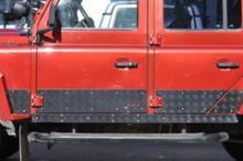 Алюминиевые накладки на двери можно купить в 4x4mag.ru