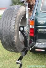 Траверса крепления запасного колеса на бампер Kaymar левая TLC80 можно купить в 4x4mag.ru