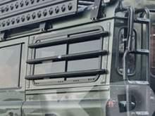 Защита боковых окон алюминиевая Land Rover Defender можно купить в 4x4mag.ru