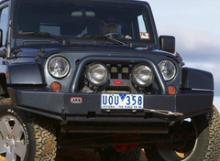 Jeep Wrangler JK бампер передний DELUXE под лебедку, без мест п/т фар можно купить в 4x4mag.ru