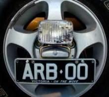 Фонарь заднего хода (ставится при установкe двух кронштейнов запасного колеса) можно купить в 4x4mag.ru